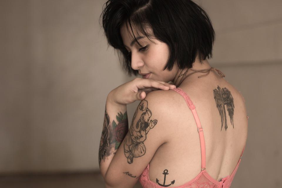 žena, atraktívna, tetovanie