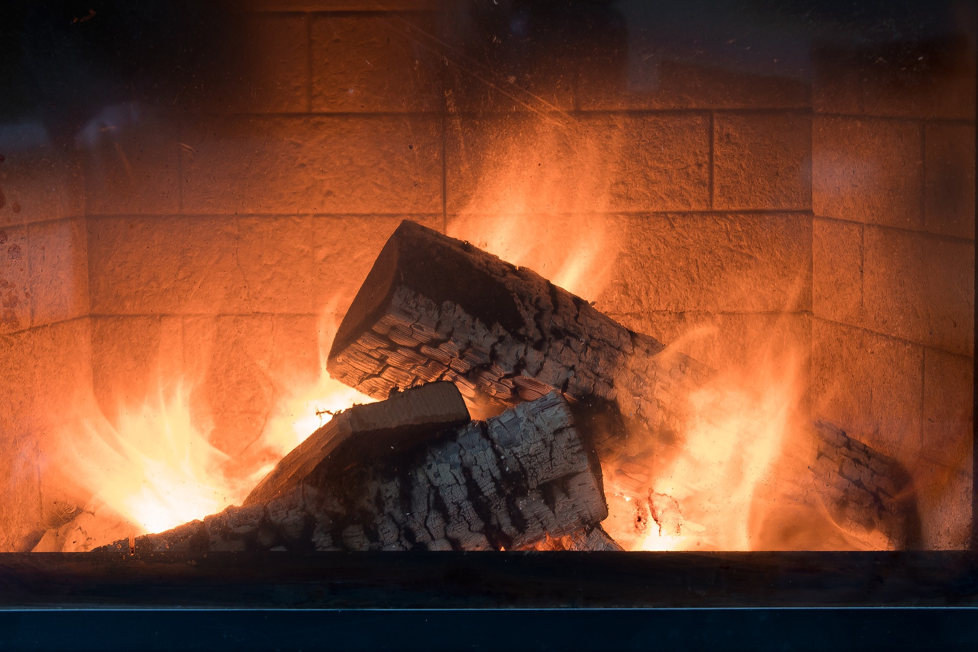 fireplace-3996248_1920