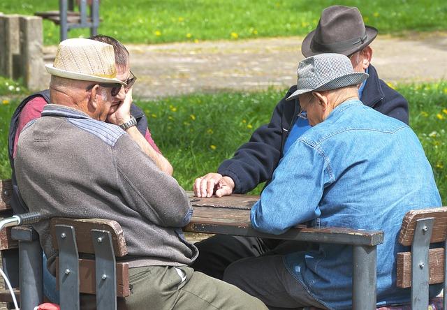 skupina dôchodcov.jpg